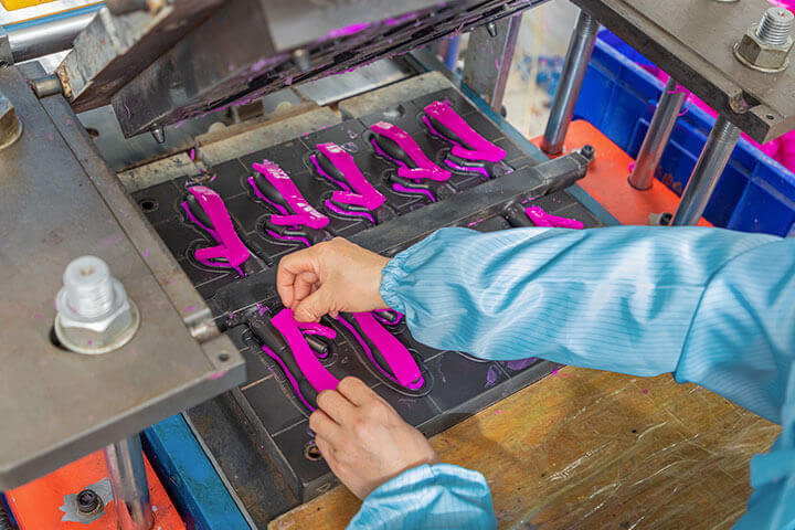 a worker is making the mold of g-spot vibrators